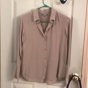 Uniqlo beige/tan rayon long-sleeve buttoned blouse